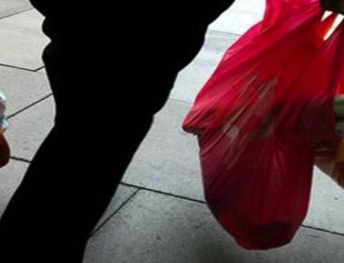Il Kenya mette al bando gli shopper di plastica